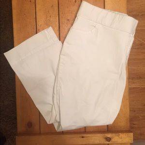 MATERNITY Motherhood White Capri Pants XL Great!!