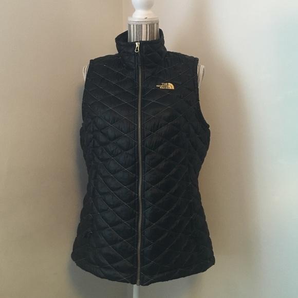4b437603c NWOT North Face vest, black/curry gold
