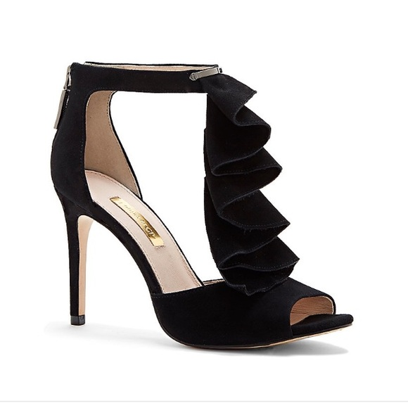 e52a9b37b51 Vince Camuto black ruffled T strap sandal heel. M 57bbc724ea3f36d773002b7d