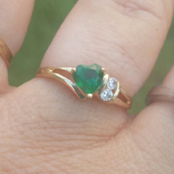 off Jewelry 10K Gold Ring Size 7 Green stone Diamonds from