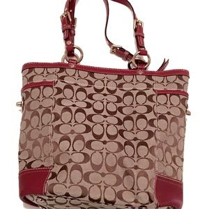 Coach Bags - 🎉🎉HP 9/22/17🎉🎉COACH Tote w/Burgundy Leather