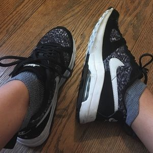 Nike Air Max black and white sneakers, size 7