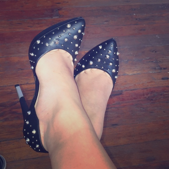 Andrea Shoes - Studded pumps