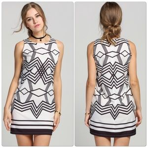 Dresses & Skirts - 🎉Host Pick🎉 Geometric Pattern Short Dress