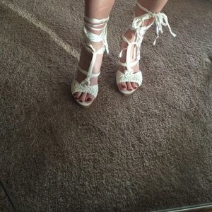 Bakers white heels jaeyln