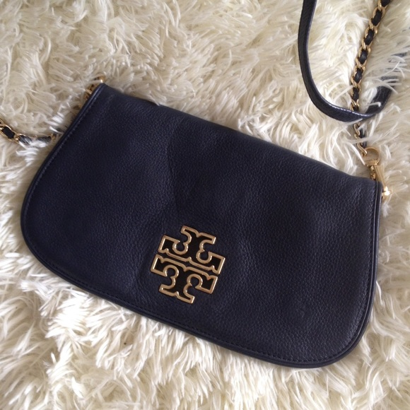 b8d79070fc4 Tory Burch Britten Navy Crossbody Bag Clutch. M 57bce971bf6df50aad007111