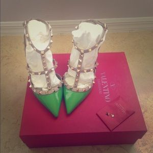 Valentino Shoes - 🍏 SALE 🍏Valentino Rockstuds Apple Green 38