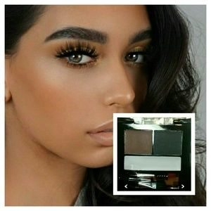 Eyebrow Palette for black hair with setting wax!