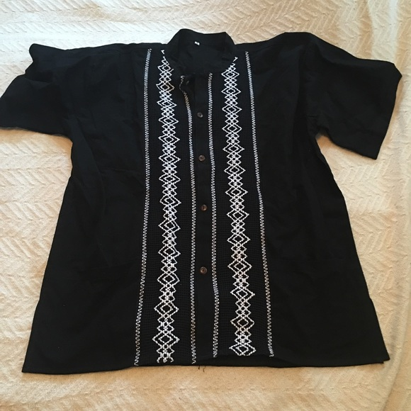 Other - Men's Mexican Embroidered Guayabera Shirt