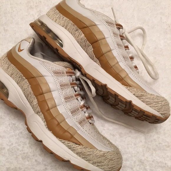 pas mal 07f0c a8880 Nike Women's Air Max ZEN 31, Size 10
