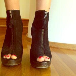 Black booties with peep toe!