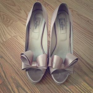 SALE  Valentino Bow Silk Pumps