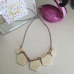 ⛔️🌟Cream Statement Necklace!🌟⛔️