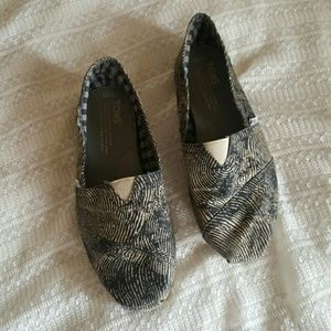 TOMS black and creme flats