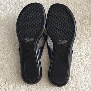 e5fad7277 AEROSOLES Shoes - NWT Black Seashell Aerosoles flip flops