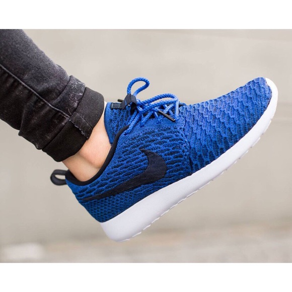the best attitude 42a3b 2c7cd Womens Nike Roshe One Flyknit Royal Blue Sneakers