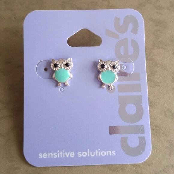 c69b075e83444 Cute owl stud earrings Claires sensitive solutions NWT
