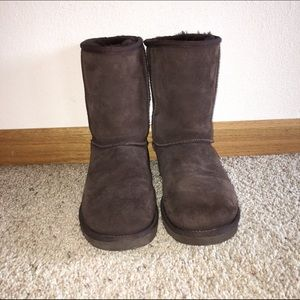 chocolate coloured uggs