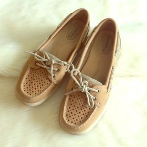 Sperry Shoes - 🐠EUC Classic Sperry's!🐠