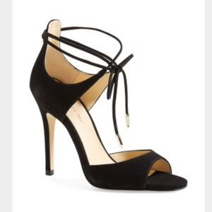 ISO Ivanka trump Holidae heels 9