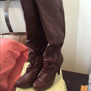 Brown boots with small heel
