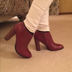 *Steve Madden* ankle booties
