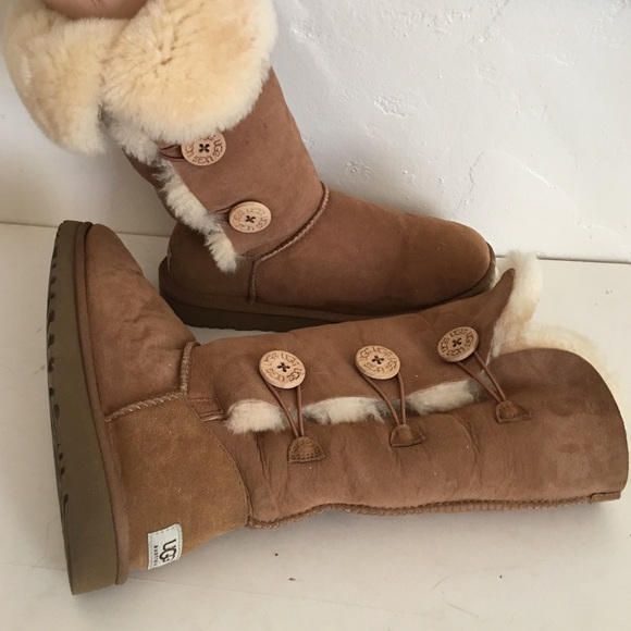 f96e91cca6e UGG BAILEY 3 BUTTON TALL FUR LINED BOOTS 9