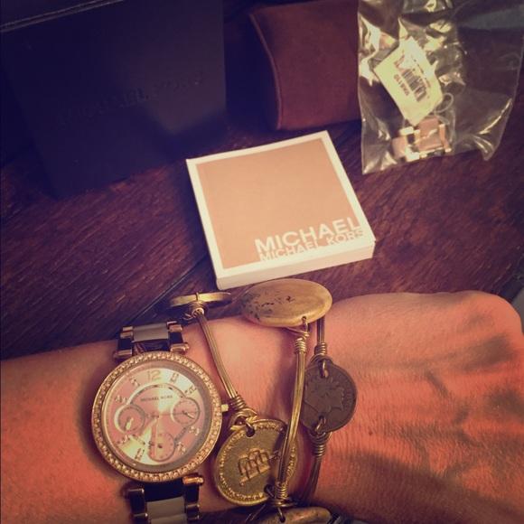 4e192308ab5a Michael Kors MK6110 Mini Parker Rose Gold Watch. M 57bf80383c6f9fab8c008b2d