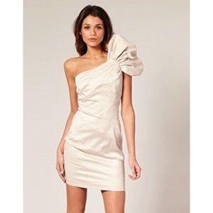 Lipsy london Dresses & Skirts - Lipsy London one shoulder dress