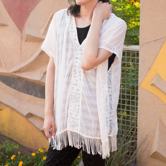 Rue 21 Sweaters - 🌴White Vneck hood fringe top loose fit swim cover