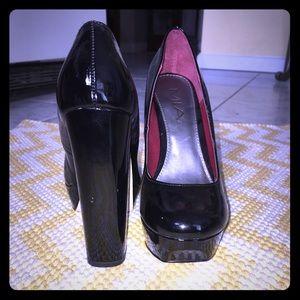 Black MIA thick heel pump size 6