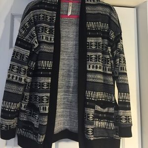 Andre Sweaters - ANDRE SWEATER. Size small