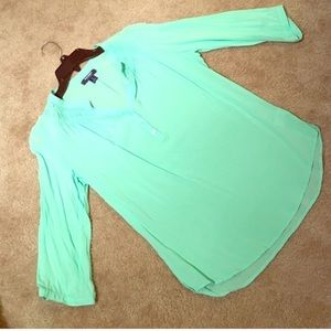 Mint Old Navy Pintuck blouse
