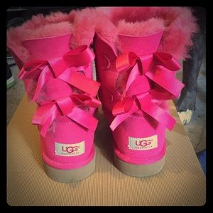 pink bailey bow uggs size 4 black bailey bow uggs ugg. Black Bedroom Furniture Sets. Home Design Ideas