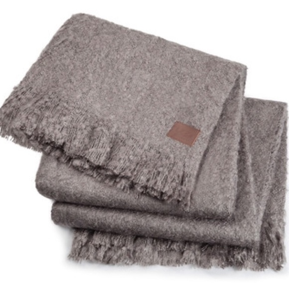 bb84359604f UGG LUXE MOHAIR THROW - 50x70 NWT