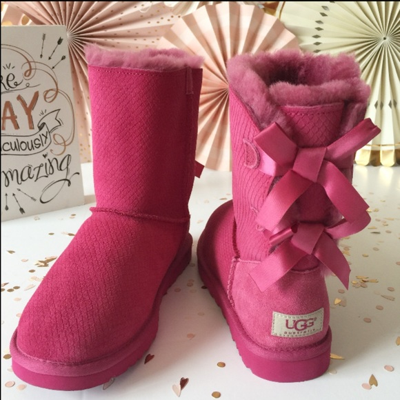 b5a67fe84c1 NEW UGG Bailey Bow Exotic Scales Boots 🐠🐟 NWT