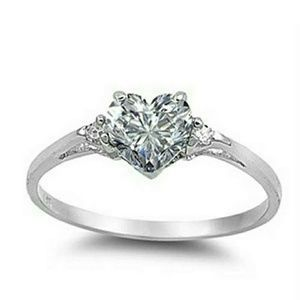 Ring white sapphire silver plated 3 sizes.