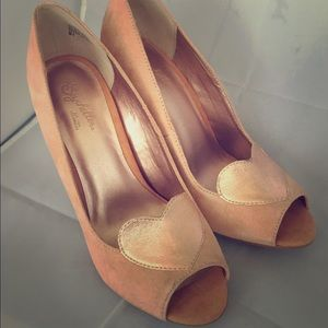 NWOT Rose Gold Heart Peep Toe Heels by Seychelles