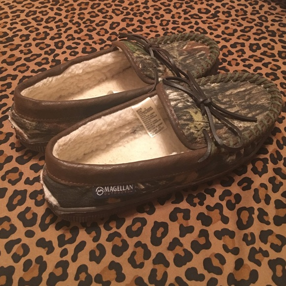 Magellan Other - Magellan camouflage boys house slippers size 4. 5865931f5e