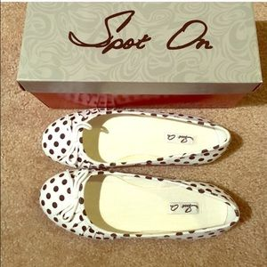 White with black polkadots canvas flats