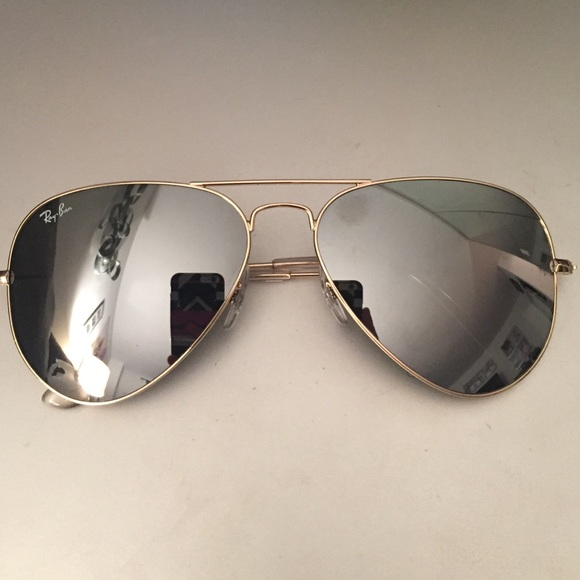 26190ace90a Ray-Ban Aviator Sunglasses Silver Lens Gold Frame!