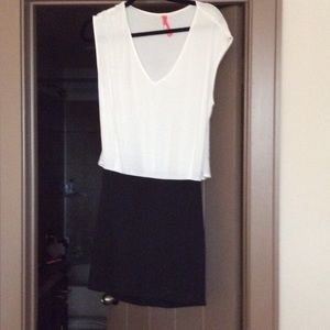White & black dress w/ fitted skirt & high-low top