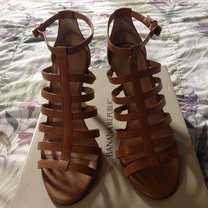 BR strappy heels in EUC. SZ 7M.