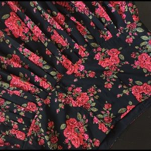 Red Roses On Black Background Pleated Skater Skirt