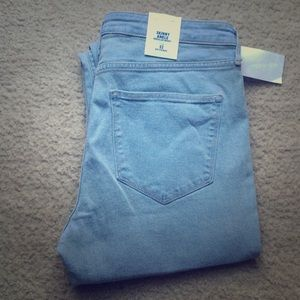 H&M light wash skinny ankle jeans!