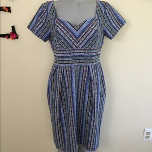 Chambray print dress with sweetheart neckline.