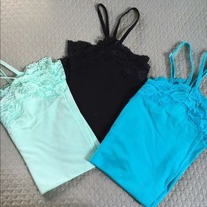 Set if 3 camisoles with lace detail