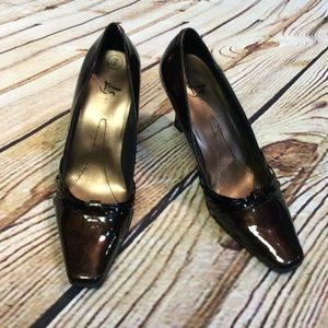 LIFE STRIDE CLASSY BROWN PUMPS/SHOES