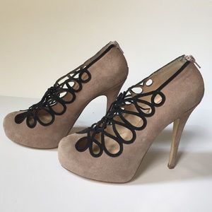 Shoemint Nude and Black Pumps