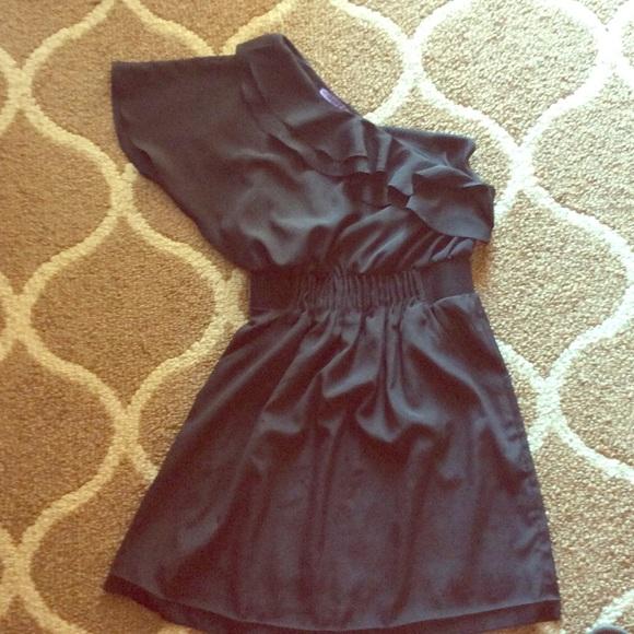 Dresses & Skirts - One shoulder black dress